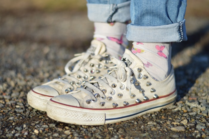converse diy, jeans, cappotto rosa, calze farfalle, wildflower girl, fashion blog, Sisley, Benetton (6)