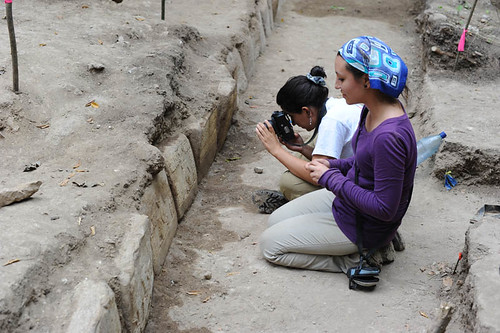 Project team members Analy Montenegro (with camera) and Jocelyn Ponce inspect the newly cleaned step. (© Proyecto La Corona)