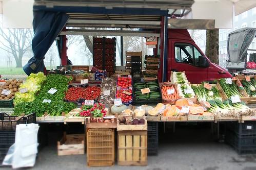 Il camion aperto di frutta e verdura