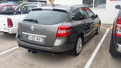 renault fluence(0.0), subcompact car(0.0), compact car(0.0), renault mã©gane(0.0), sedan(0.0), automobile(1.0), automotive exterior(1.0), family car(1.0), vehicle(1.0), renault laguna(1.0), hot hatch(1.0), land vehicle(1.0),
