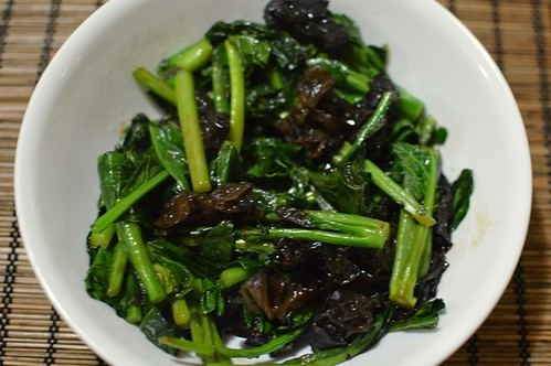 Stir-fried Chinese broccoli and black fungus