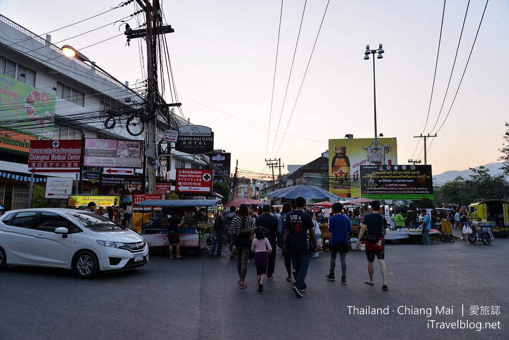 Wualai Road Saturday Night Market 清迈周六夜市01_mini