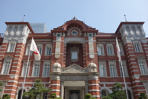 Tokyo Station_2 東京駅舎を中央正面から撮影した写真。 古風な赤煉瓦造りである。