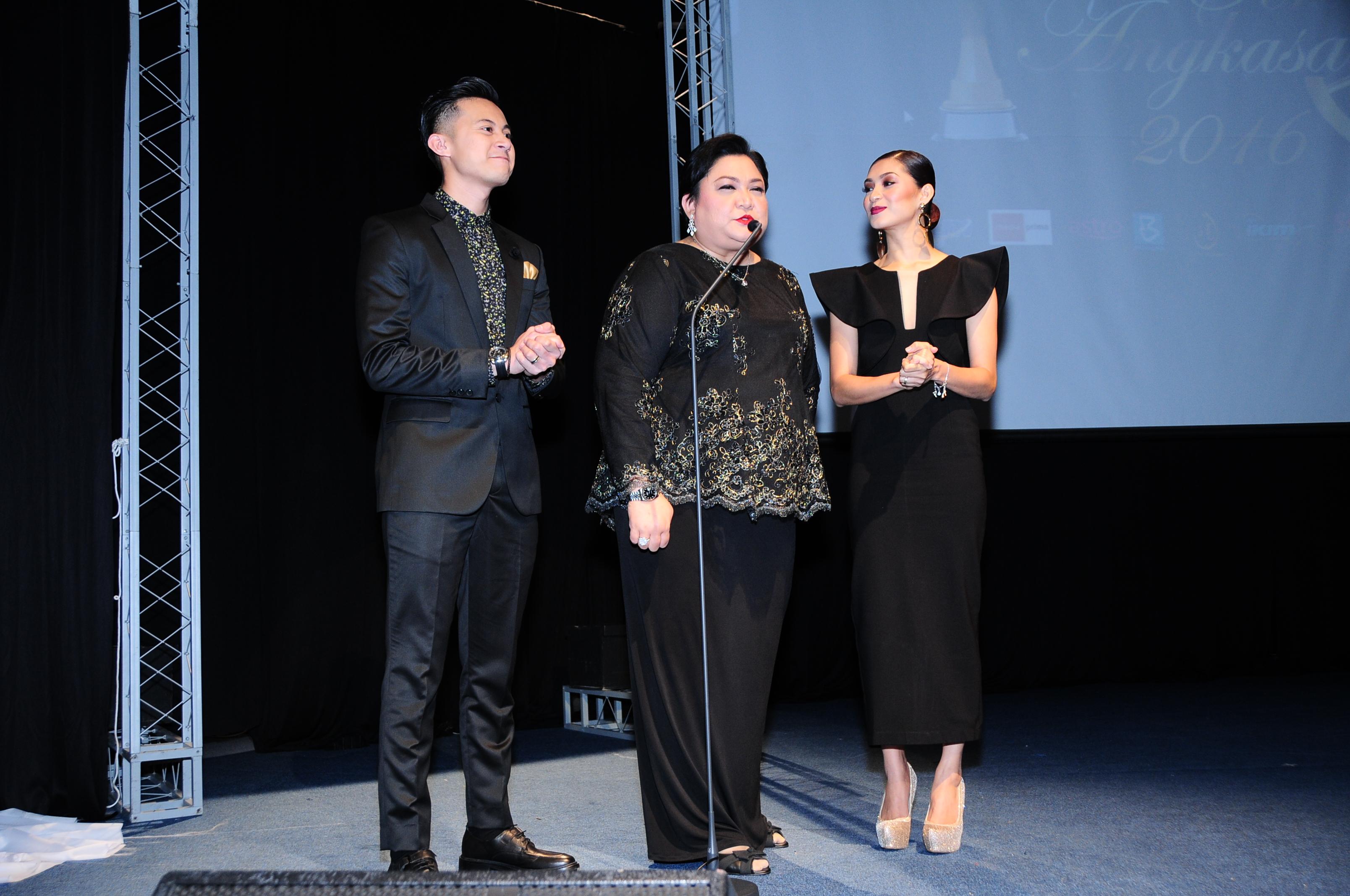 Pengacara Anugerah Seri Angkasa 2016 Dari Kiri Muaz Mohamad, Adibah Nor Dan Nana Mahazan