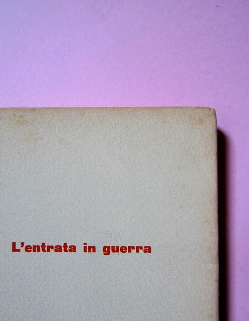 L'entrata in guerra, di Italo Calvino. Einaudi 1954. [Progetto grafico di Albe Steiner]. Copertina (part.), 3
