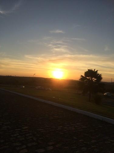 Mais um dia e o sol vai deixando um pouco de sua beleza.