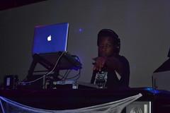 08 DJ Bay