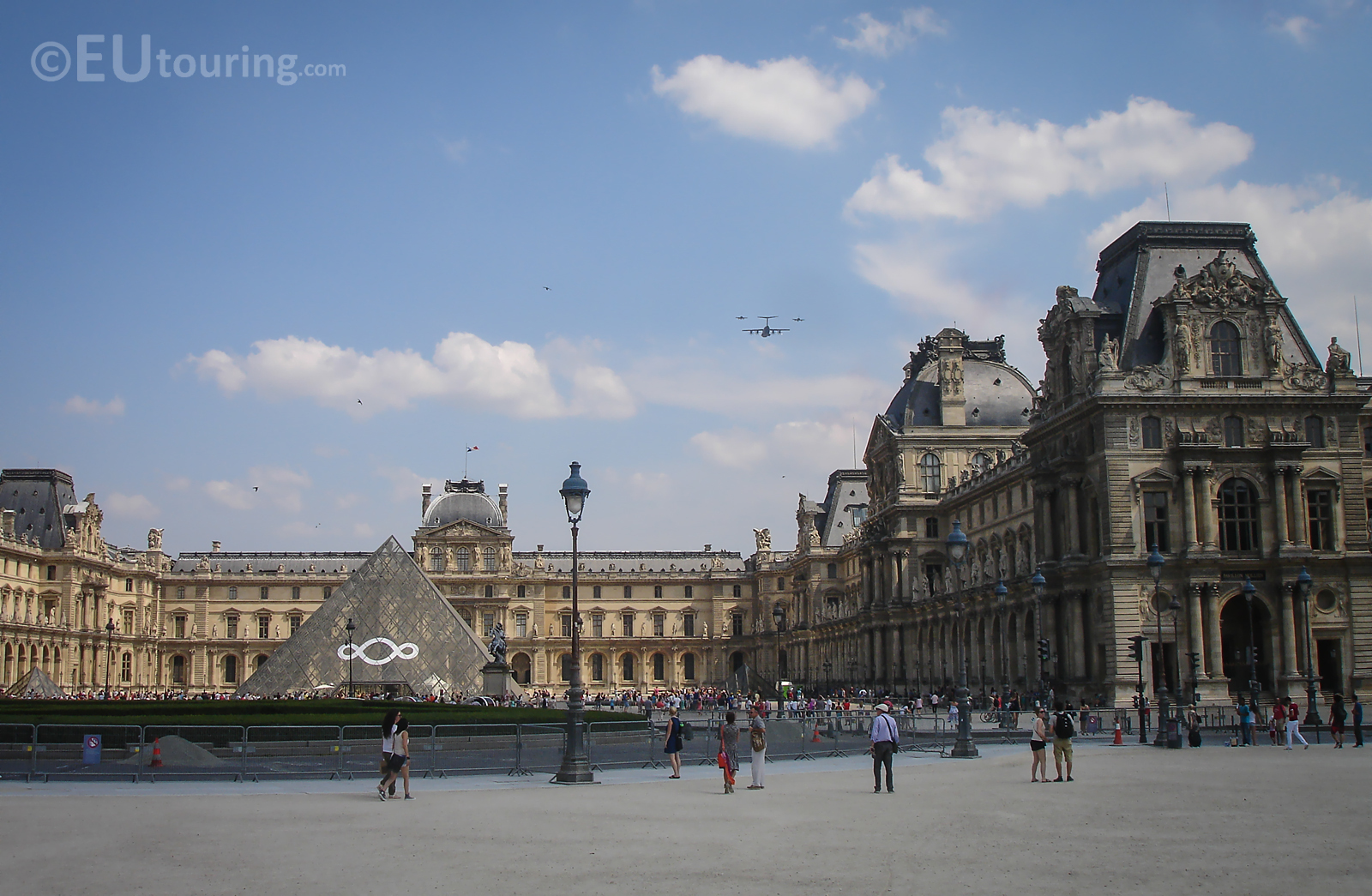 The Louvre and a group of planes