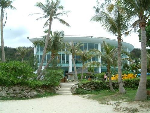 悠活度假村之違建也圍出私有化海灘,剝奪了公共通行權。郭瓊瑩攝