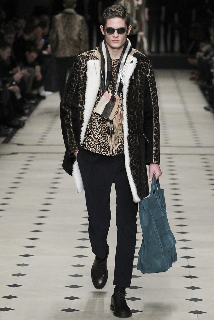 FW15 London Burberry Prorsum019(VOGUE)