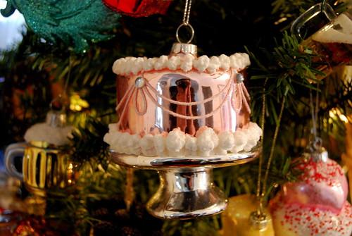 ornament - fancy cake-001