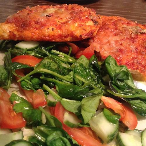 Пицца с салатом и прочая приятная бесхозяйственность на водах))) #будапешт