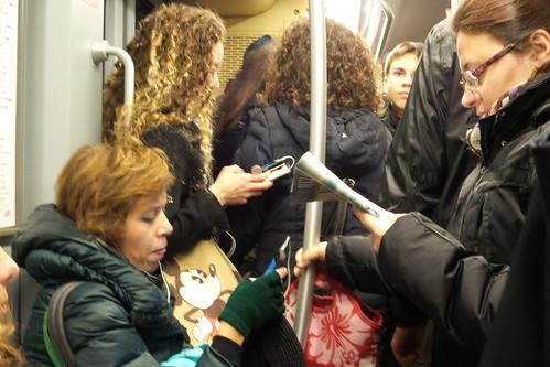 Dialogo di lettura in metro