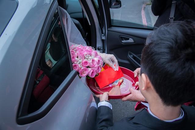 拜轎禮-幫新娘開禮車門的男童,這個最常看到的
