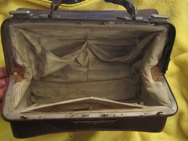 Small gladstone bag