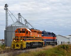 MMID SD40-2-3450 & GP38-3-2060 at Union Bridge, MD.