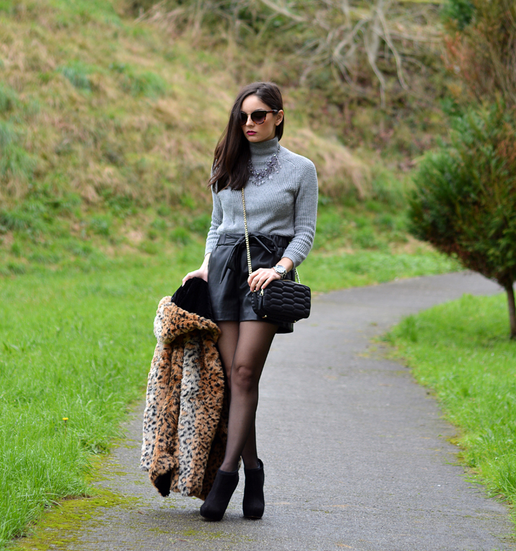 Zara_leopardo_abrigo_botines_stradivarius_bandolera_shorts_01
