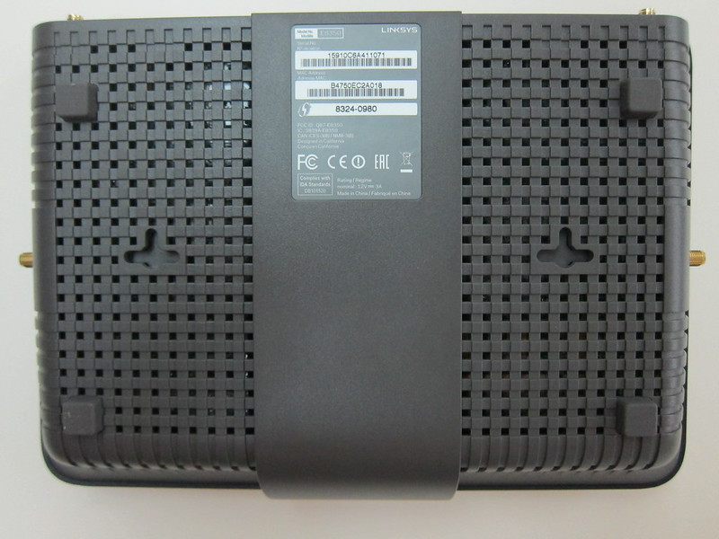 Linksys E8350 - Bottom