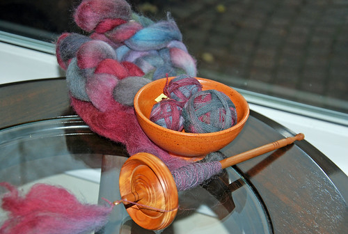 Spinning organic handdyed Polwarth wool with a Tabachek drop spindle