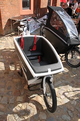motorcycle(0.0), baby carriage(0.0), cart(0.0), bicycle trailer(1.0), wheel(1.0), vehicle(1.0),
