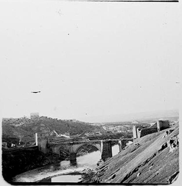 Puente de San Martín en 1905. Fotografía de Augusto T. Arcimis en 1905 © Fototeca del IPCE, MECD. Signatura ARC-0748_P