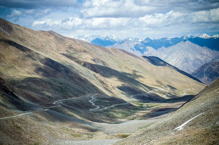 Вид на дорогу в Долину Нубра. Долина Нубра, Ладакх © Kartzon Dream - авторские путешествия, авторские туры в Индию, тревел фото, тревел видео, фототуры