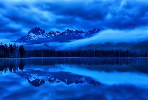longexposure blue reflections idaho stanley bluehour beforesunrise sawtoothmountains littleredfishlake