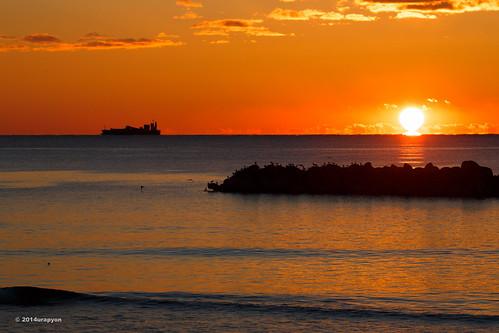 ocean morning sea sky orange seascape color beach japan sunrise canon ship seagull wave 日本 海 fukushima iwaki 船 2014 朝 morningglow 福島 福島県 fineweather 朝日 いわき 朝焼け いわき市 小名浜 eos5dmarkⅲ eos5dmark3 ef100400mmf4556lisⅱusm