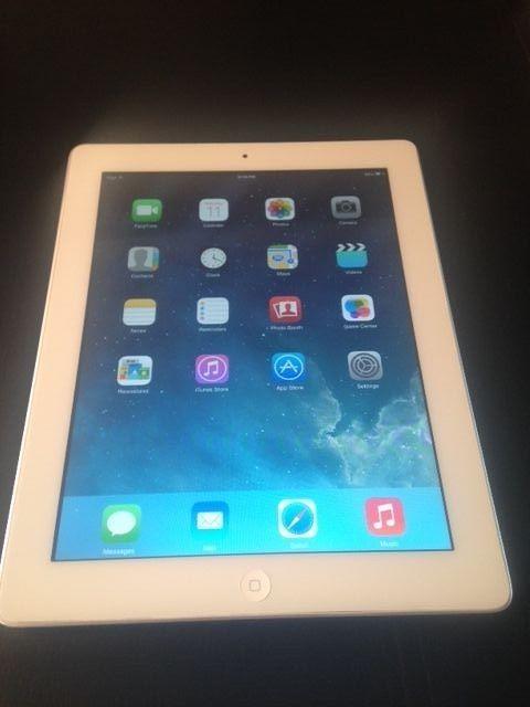 White Wi-Fi MC979LL//A Apple iPad 2 16GB 9.7in