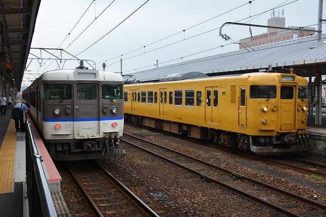 115系と下関駅