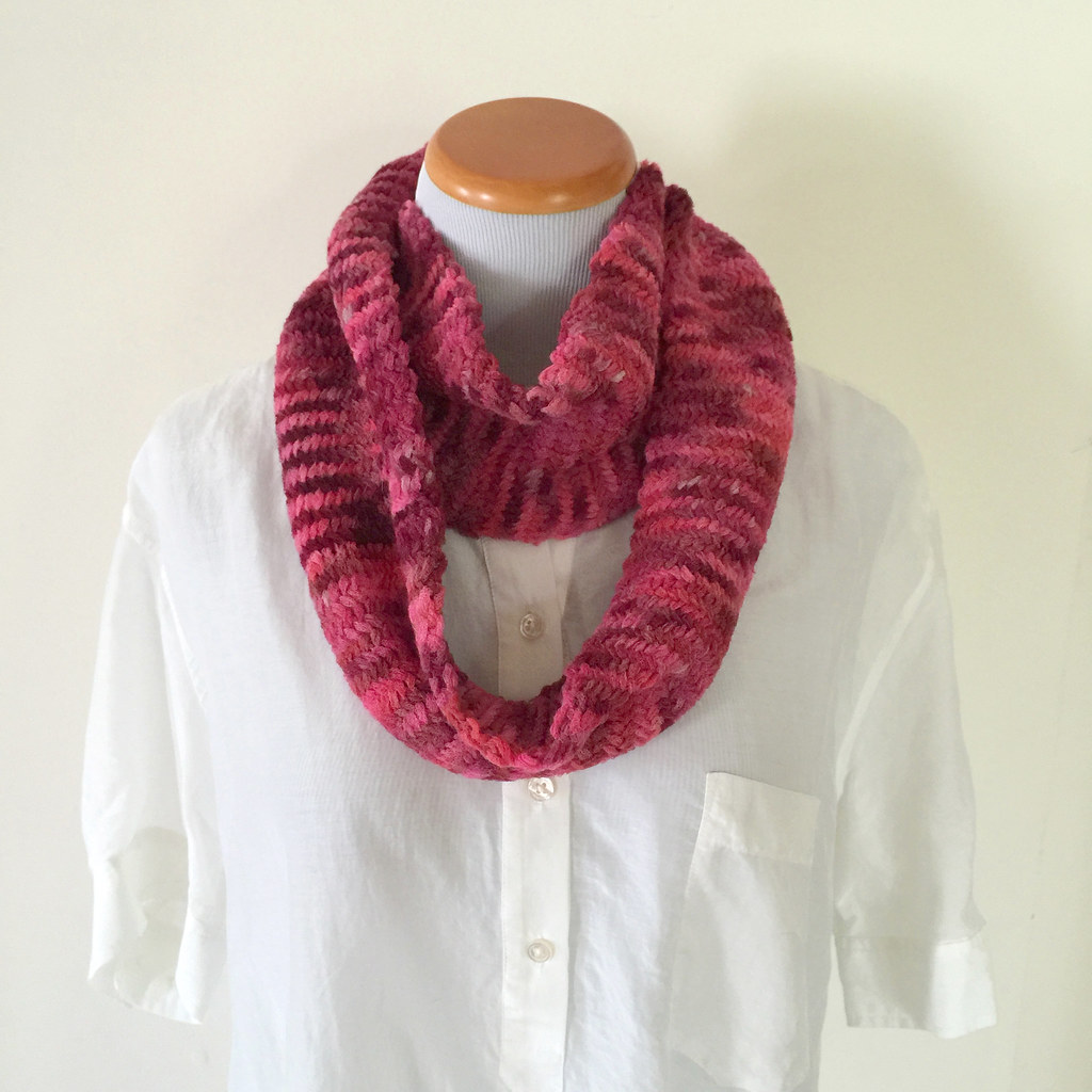 Herringbone Cowl - Rose, double loop with right side showing