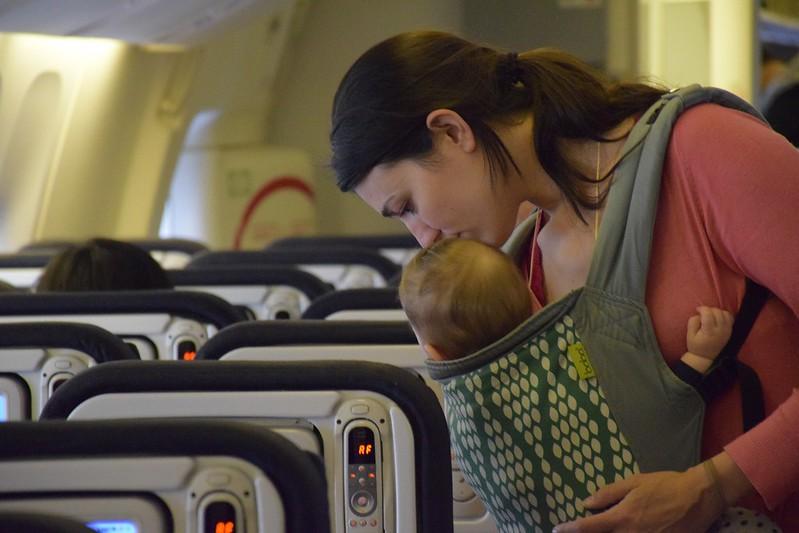 Acomodándonos en el avión los primeros.