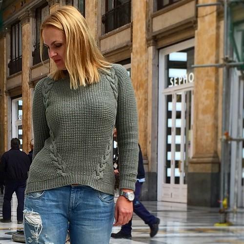 И поближе, потому что на другие фото в ближайшее время я не могу рассчитывать #вязание #knitting #iloveknitting #sweater #pullover #handmade