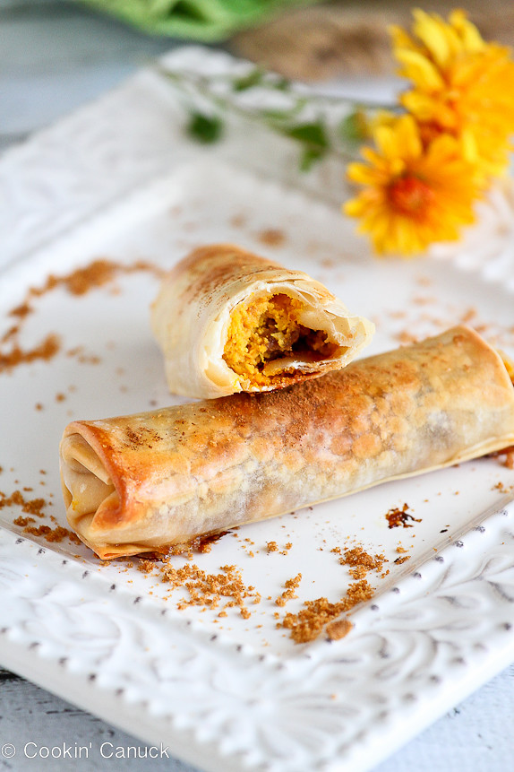 Baked Pumpkin Pie Egg Rolls...A fun take on a traditional Thanksgiving dessert! 161 calories and 5 Weight Watchers SmartPoints #recipe #pumpkin #lactosefree