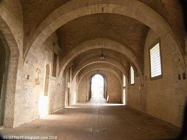Gubbio - Palazzo Ducale - Durchgang