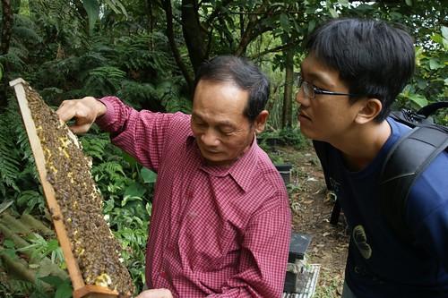 到基隆七堵山區拜訪養蜂農友。