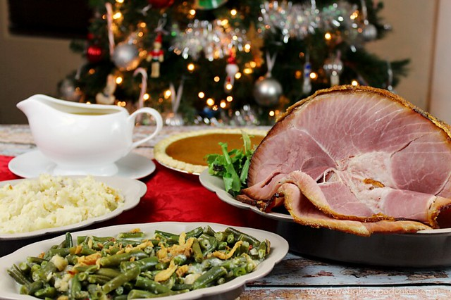 For a simple and delicious Christmas dinner, have a #HoneyBakedHoliday #ad