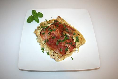 35 - Pasta bake with bacon & mozzarella - Served / Spaghettiauflauf mit Speck & Mozzarella - Serviert