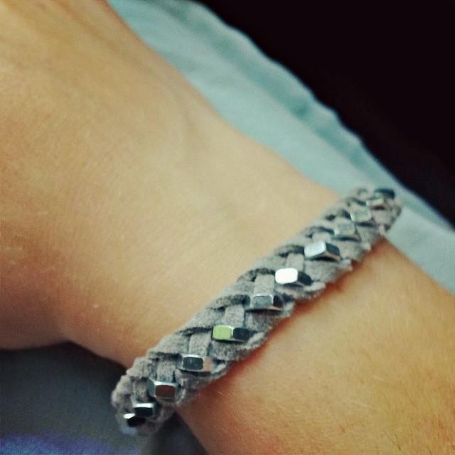 Armband aus Muttern und Velourleder01