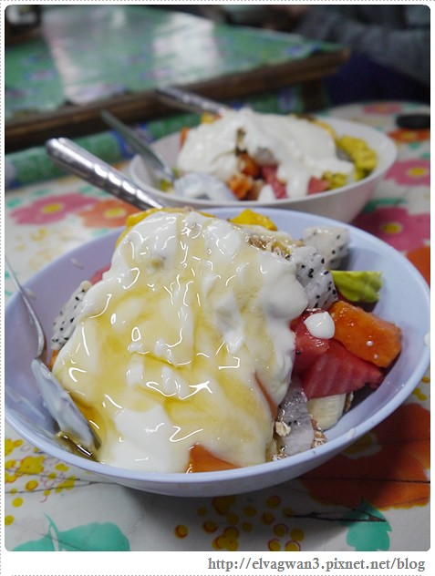 泰國-泰北-清邁-Somphet Market-Tip's Best Fresh Fruit Smoothie-市場-果汁攤-酸奶水果沙拉-燕麥水果優格沙拉-香蕉Ore0-泰式奶茶-早餐-32-637-1