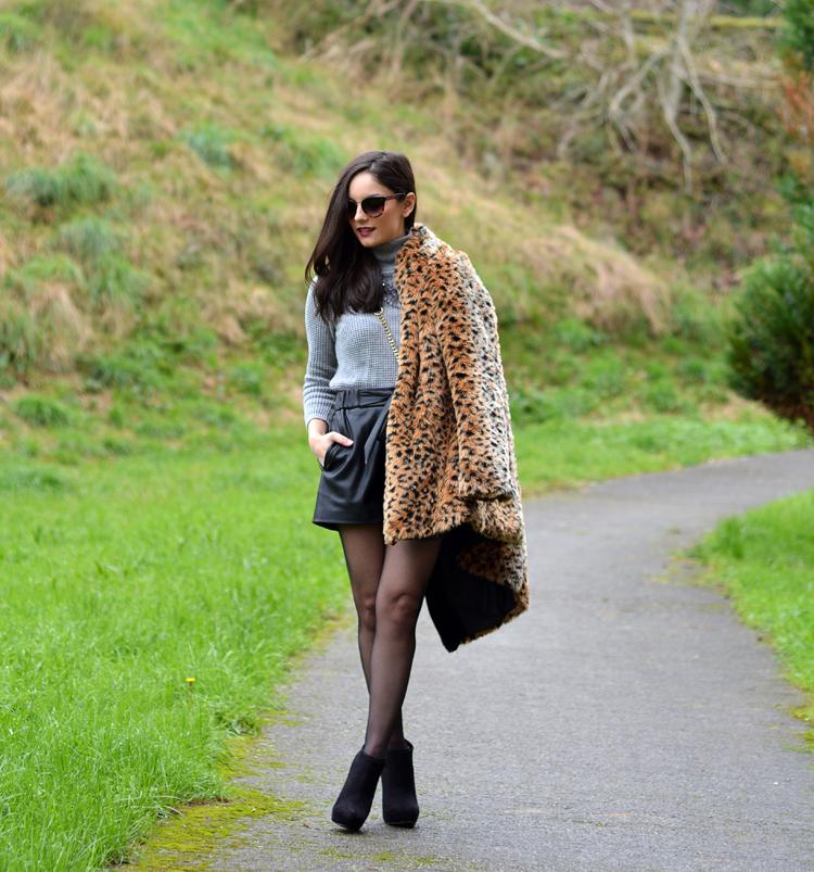 Zara_leopardo_abrigo_botines_stradivarius_bandolera_shorts_02