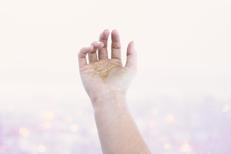 Glitter på hånd
