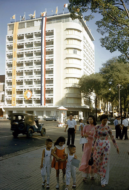 SAIGON 1961 - KS Caravelle đường Tự Do. Photo by Wilbur E. Garrett