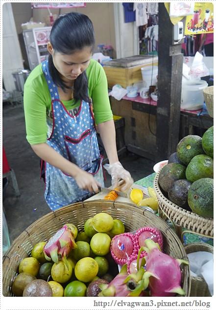 泰國-泰北-清邁-Somphet Market-Tip's Best Fresh Fruit Smoothie-市場-果汁攤-酸奶水果沙拉-燕麥水果優格沙拉-香蕉Ore0-泰式奶茶-早餐-24-658-1
