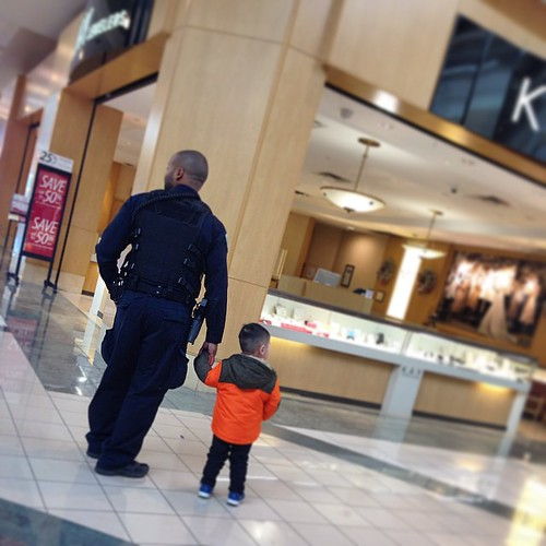 Looking for mommy at the mall  #sweetcop #littlelostguy