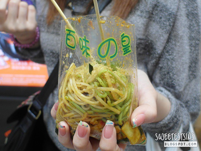 must try street food in hong kong 百味の皇 冷面 cold noodles