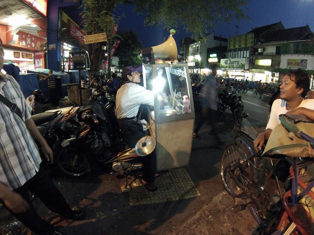 Calle Malioboro, Yogyakarta yogyakarta - 16068785790 f815476456 o - Cosas que hacer en Yogyakarta y datos prácticos
