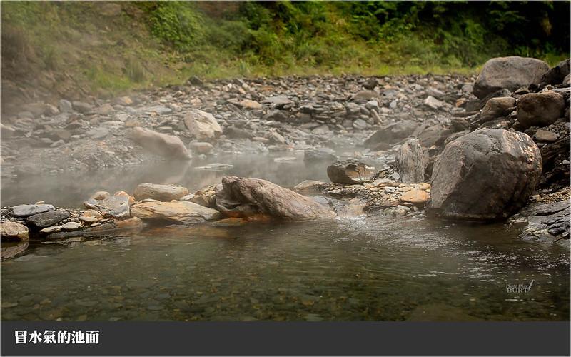 冒水氣的池面