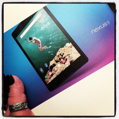 Packar upp min nya leksak. :-D #Nexus9