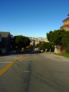 my xmas day tradition is a long long photo-op walk; #60 finally at the top of the 21st street hill, looking north from the top of the hill 12-14*